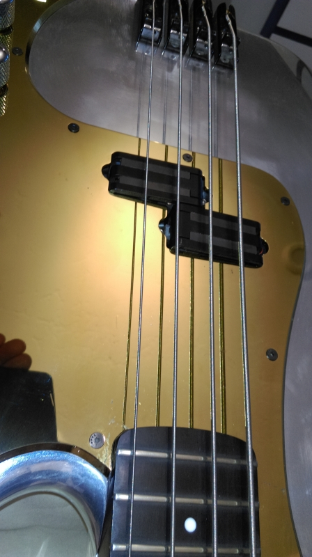 P bass pickguard gold