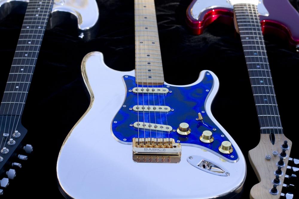 OzzTosh Luma A Goldie Guitar
